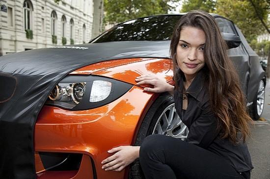 Снимки: Стриптийза на BMW 1M Coupe не спира . . .