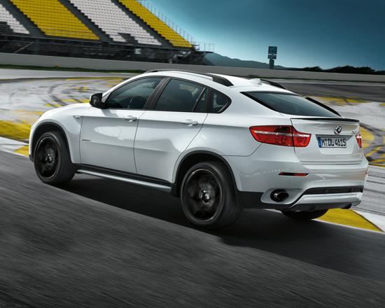 Снимки: BMW сравнява спортните с обикновени модели (ВИДЕО)