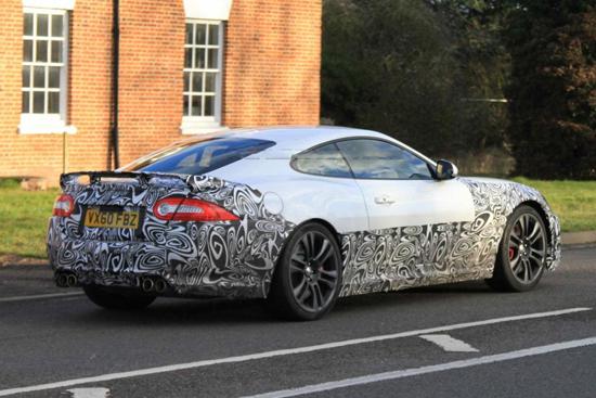 Снимки: Новият Jaguar XK-R излезе на тестове