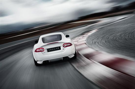 Снимки: Jaguar XKR е зареден с висока доза адреналин