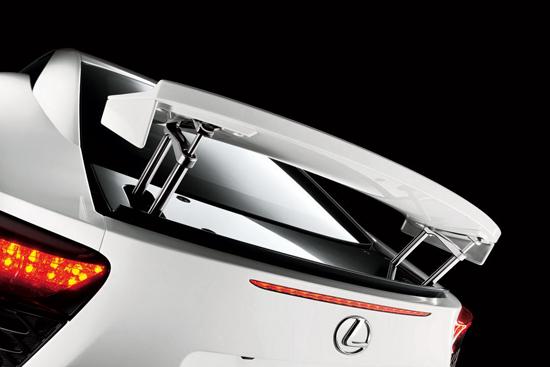Снимки: Lexus LF-A кара бъдещите си собственици да треперят