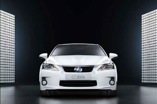 Снимки: Lexus CT 200h има големи претенции за малък автомобил