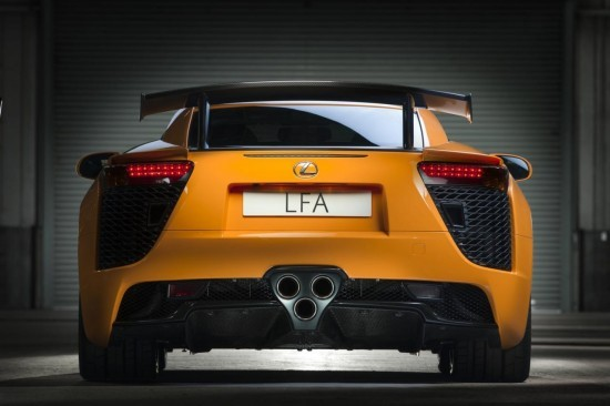 Снимки: Lexus оборудва свръх-спортния LFA с Nurburgring пакет