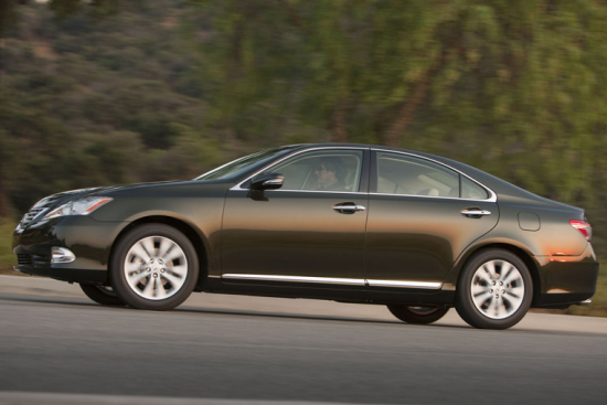 Снимки: Това е фейслифт версията на Lexus ES350