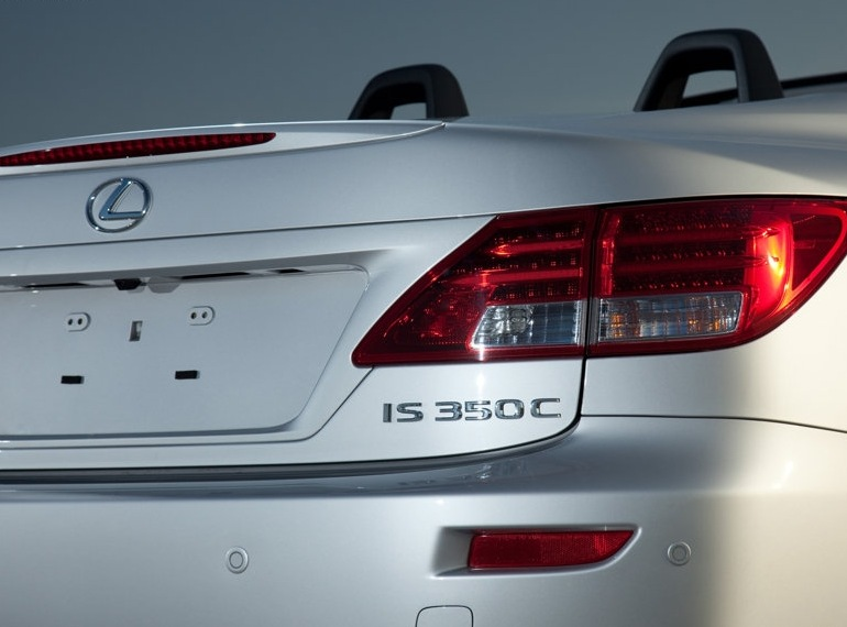 Снимки: Lexus с открита версия на IS