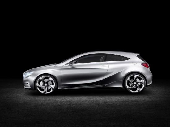 Снимки: Новата звезда на Mercedes е прототипа Concept A