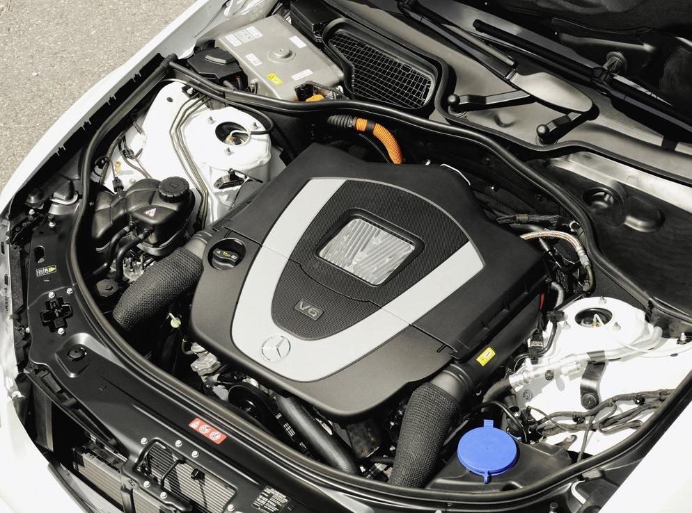 Снимки: Mercedes-Benz с повече хибриди до 2014 година