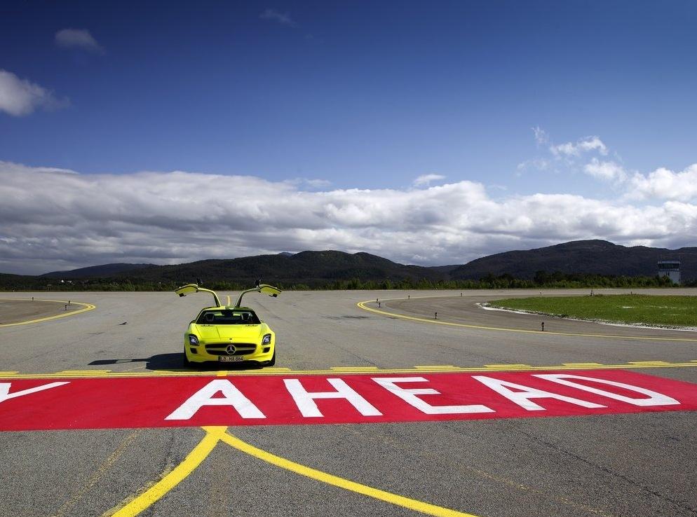 Снимки: През 2013-а идва електрическия Mercedes-Benz SLS AMG