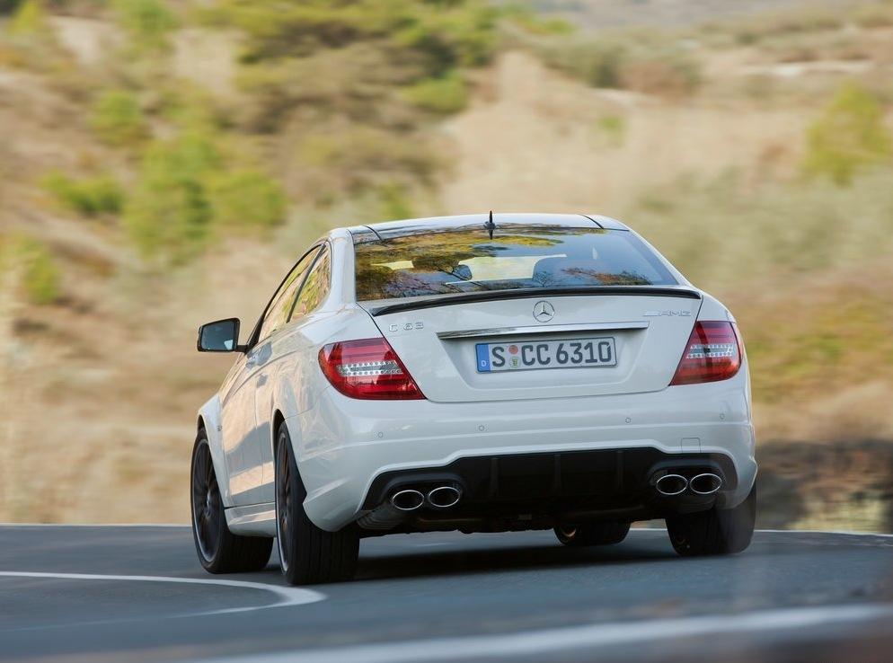 Снимки: По-екстремни изживявания с Mercedes C63 AMG Coupe