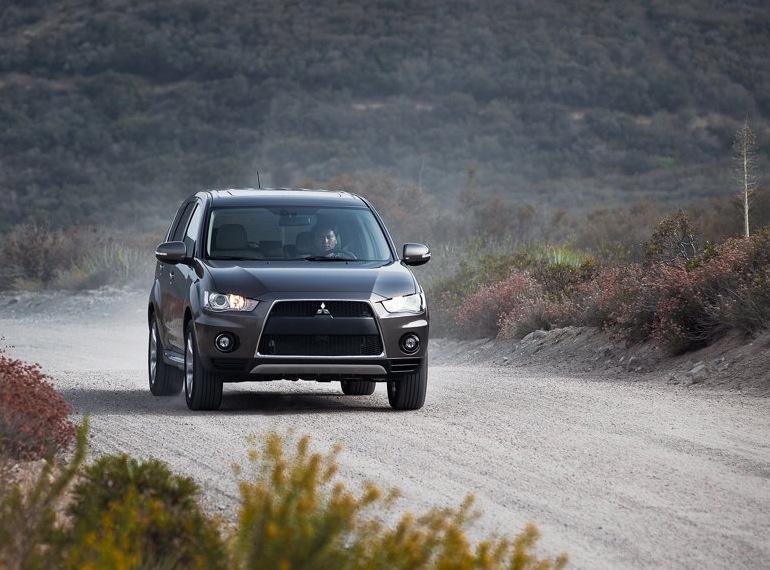 Снимки: Официално: Mitsubishi модернизира Outlander