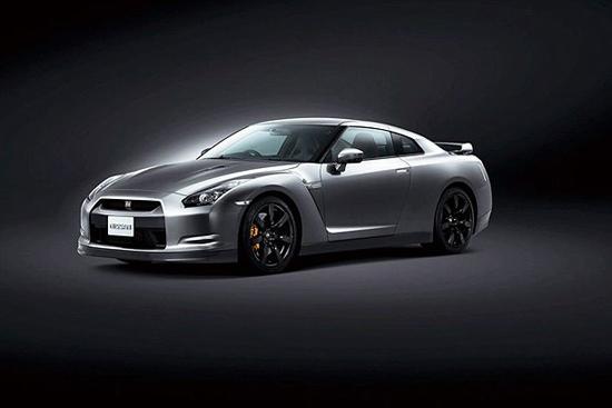 Снимки: Nissan GT-R излезе от гримьорната