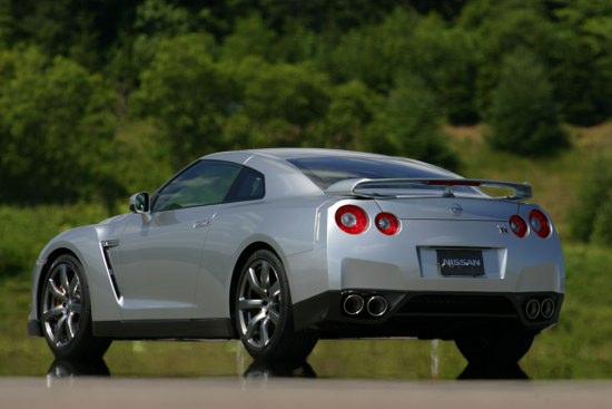 Снимки: Nissan GT-R влезе в