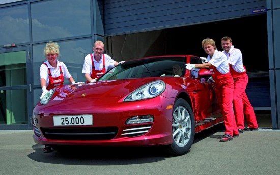Снимки: 25,000 бройки от Porsche Panamera