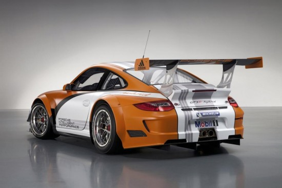 Снимки: Porsche изкара подобрена версия на 911 GT3 R Hybrid