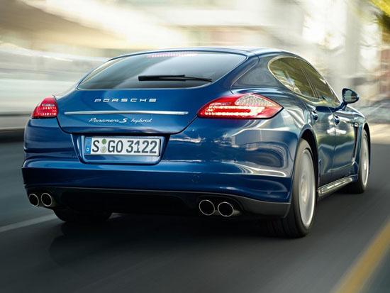 Снимки: Porsche изпитва жажда за нов модел - малка Panamera?