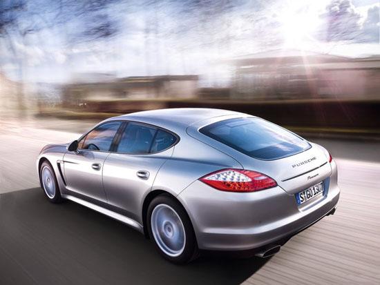 Снимки: Сега, пък ще се появи Porsche Panamera Turbo S . . .