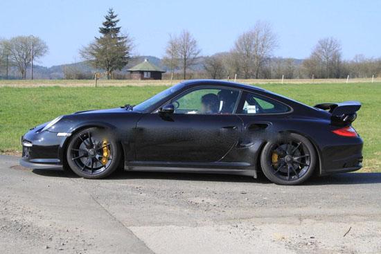 Снимки: Porsche обновява 911 GT2