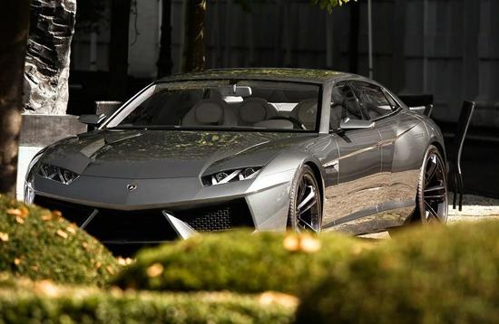 Заснеха Lamborghini Estoque по улиците на Германия