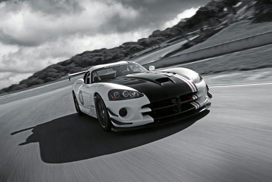 Dodge извади супер-спортния Viper ACR-X
