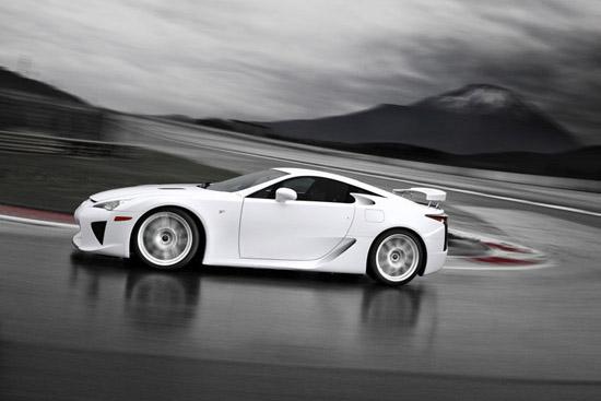 Lexus промотира LF-A за пръв път