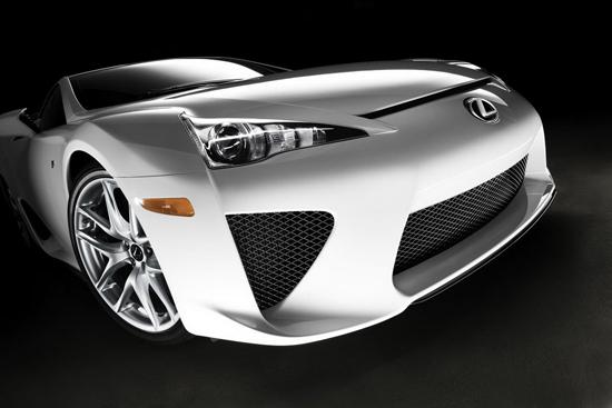Lexus LF-A кара бъдещите си собственици да треперят