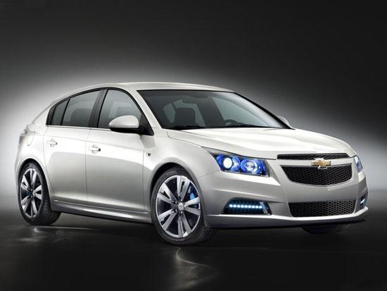 През 2011-а идва серийния хечбек Chevrolet Cruze