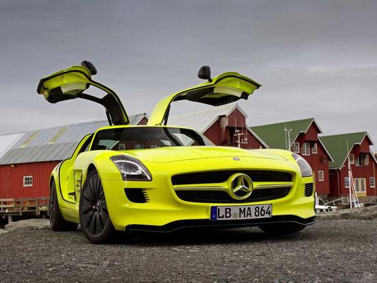 През 2013-а идва електрическия Mercedes-Benz SLS AMG