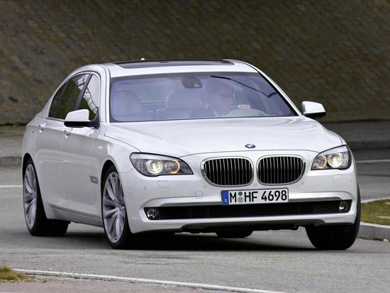 Откраднаха BMW 750i xDrive в Детройт по време на изложението