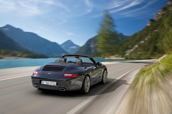 Porsche лансира лимитирания 911 Black Edition