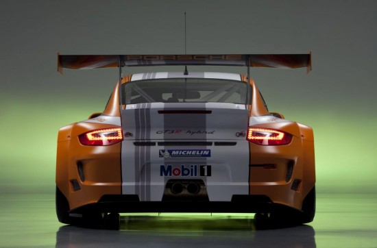 Porsche изкара подобрена версия на 911 GT3 R Hybrid