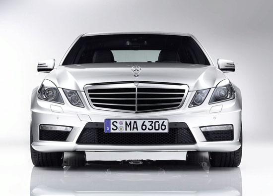 Mercedes заменя 6.3 V8 с новия би-турбо 5.5 V8 при E63 AMG