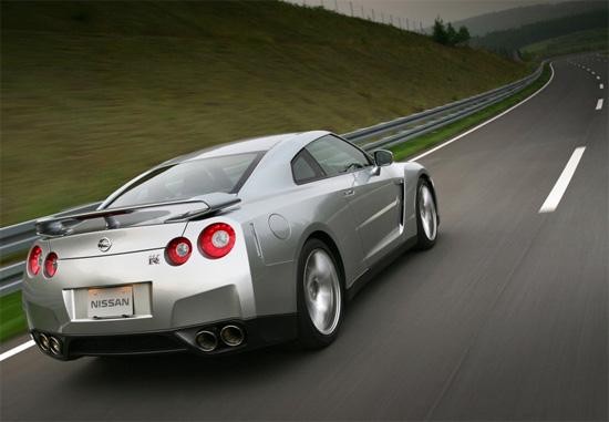 Nissan GT-R влезе в